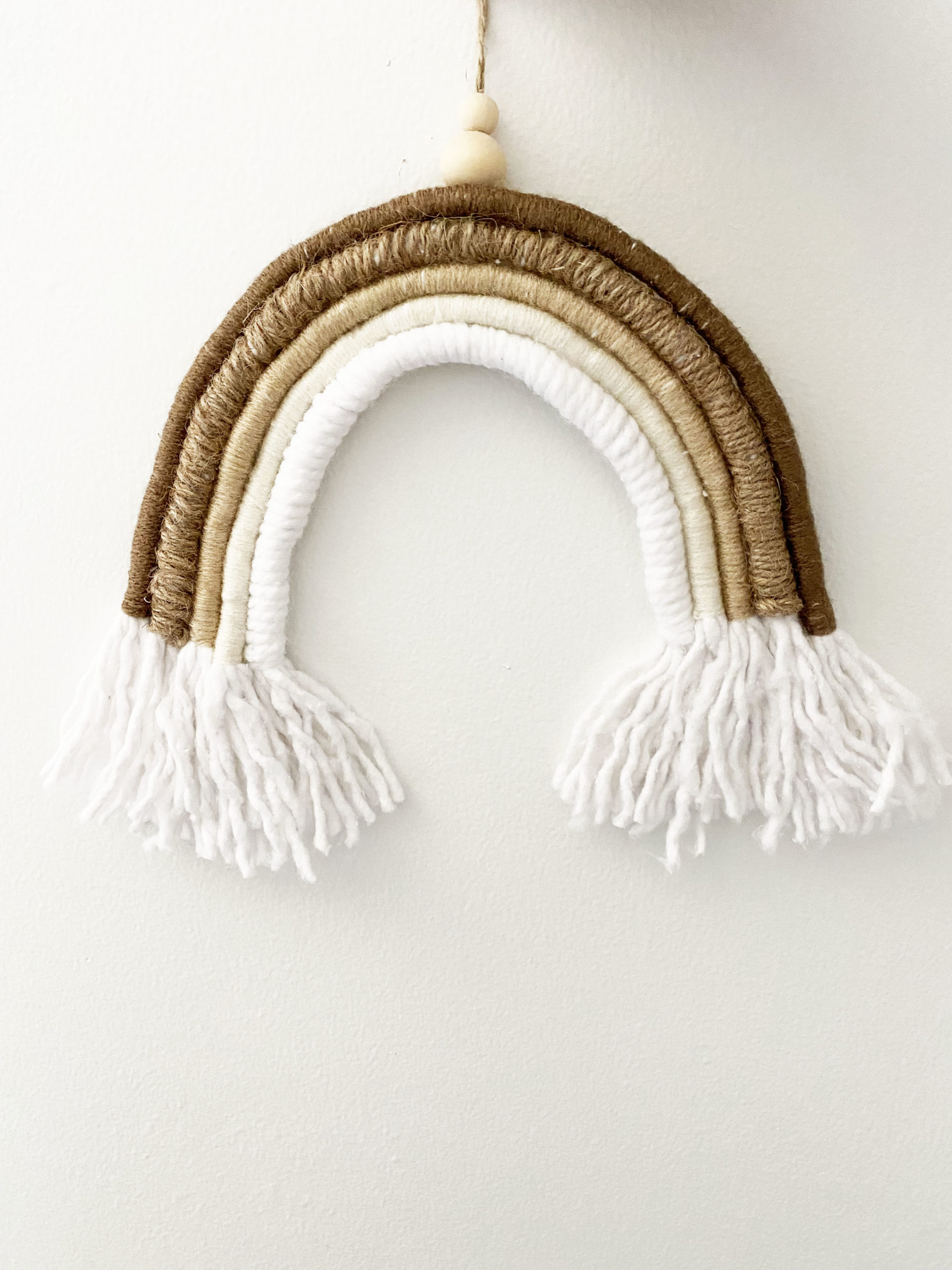 You are currently viewing Macramé Rainbow Wall Hanging DIY